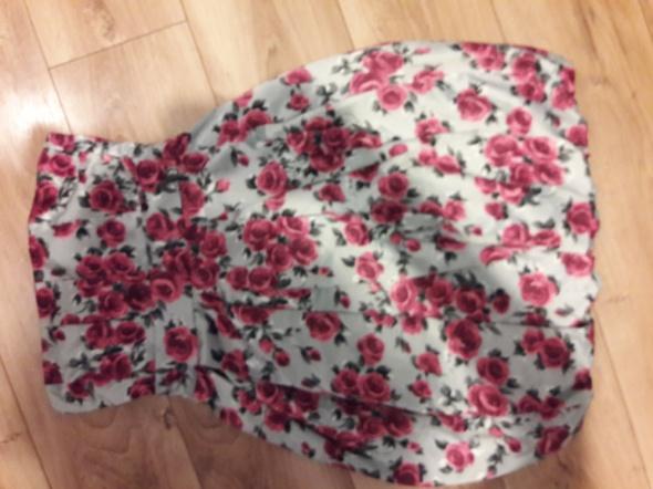 Sukienka bez ramiączek w kwiaty...
