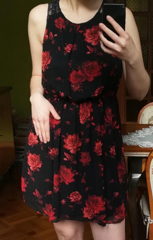Suknie i sukienki Czarna suknia w róże
