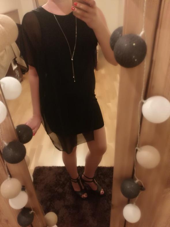 Elegancka czarna sukienka...