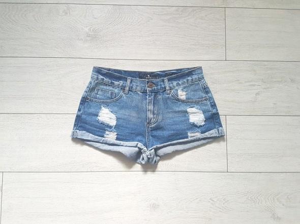 Medicine nowe jeansowe dżinsowe spodenki szorty z przetarciami