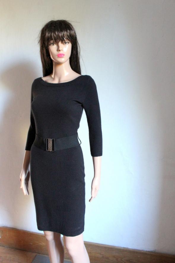 Suknie i sukienki Dzianinowa sukienka mała czarna z paskiem r XS