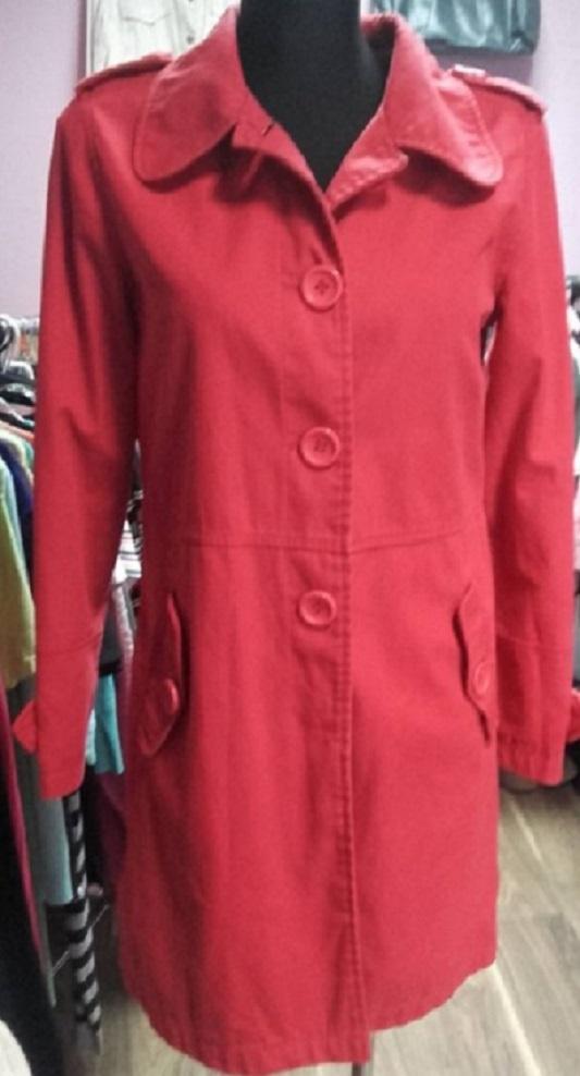 Promocja Czerwony płaszczyk guziczki SM