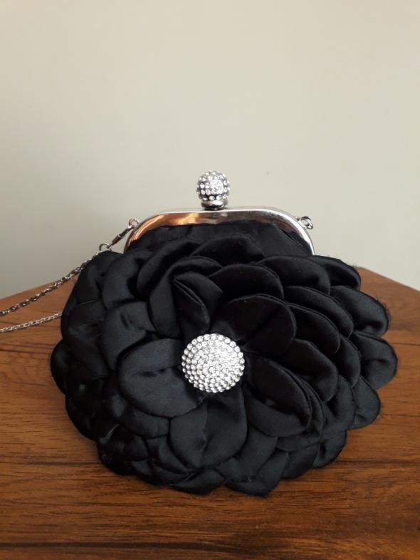 Elegancka torebka kwiat cyrkonie