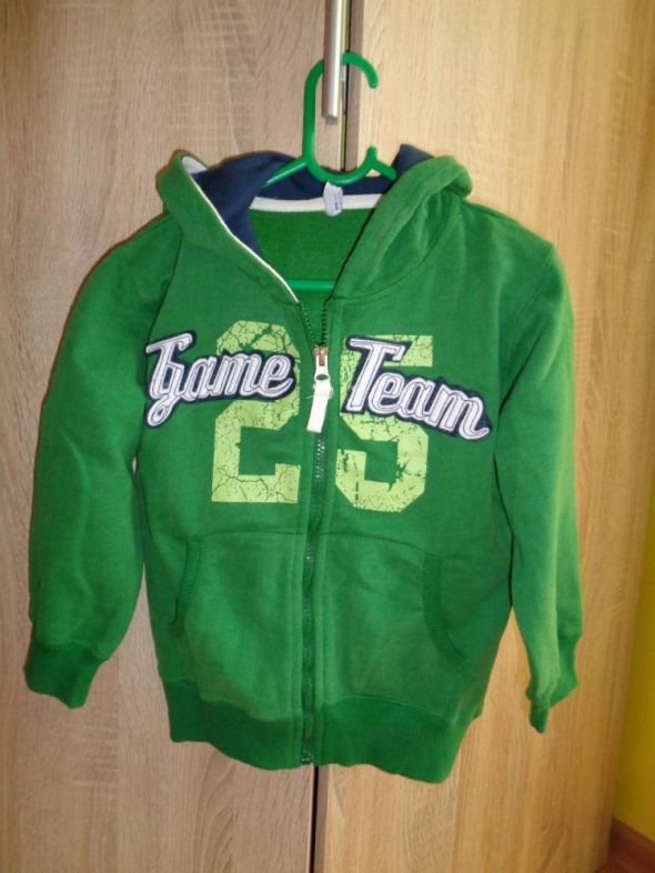 Zielona bluza z kapturem 5 10 15 rozmiar 104