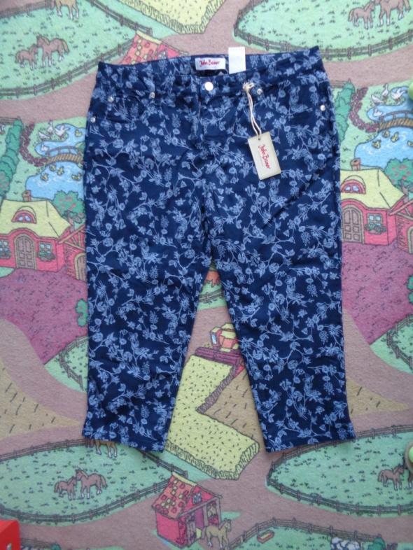 Granatowe spodnie w kwiatki na 3 4 rozmiar 44