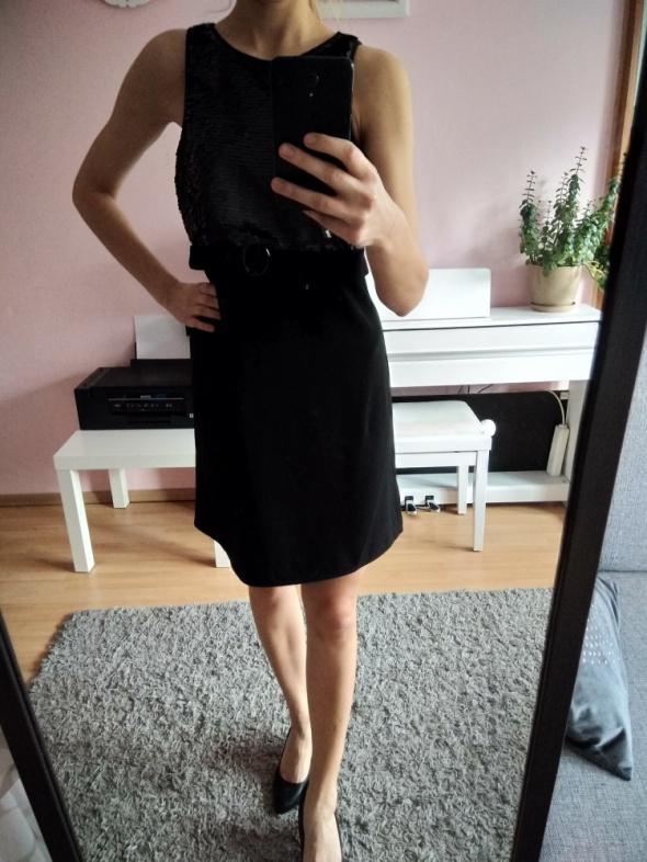 Czarna połyskująca sukienka
