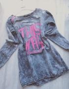 Dłuższą szara bluza marmurkowa z napisami różowe dodatki...