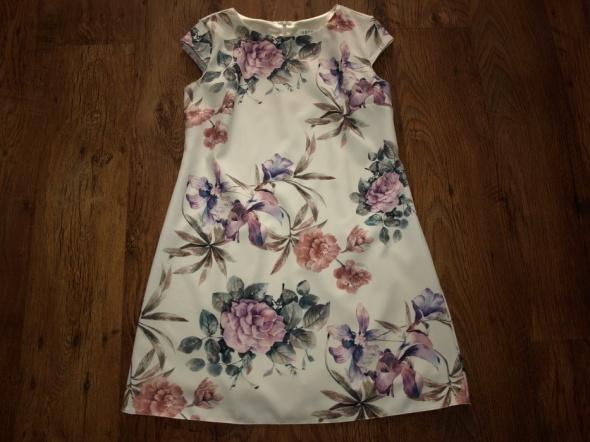 Sukienka w kwiaty 42