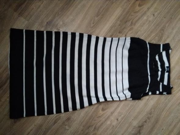 Ołówkowa sukienka w paski...