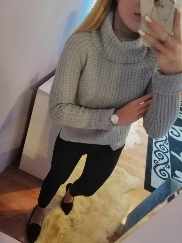 Szary pastelowy pleciony sweter z golfem Mohito...