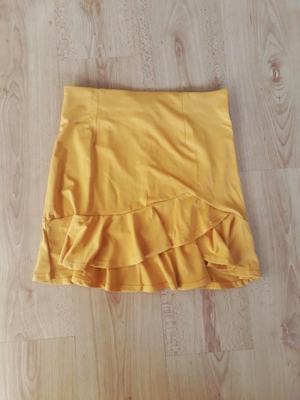 Musztardowa krótka spódniczka z falbankami z rozcięciem spódnica