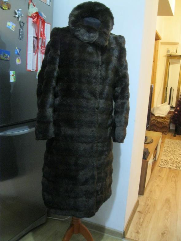 płaszcz futerko kożuszek S M brązowe...