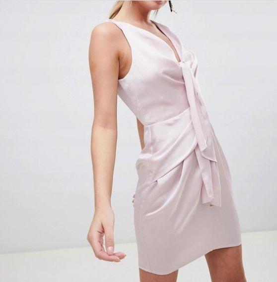 Krótka sukienka ASOS z wycięciem dopasowana mini elegancka