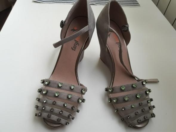 Sandałki koturn z dzetami