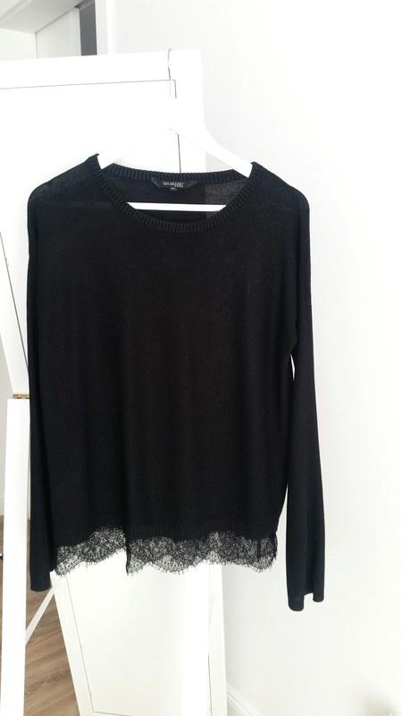 Czarny sweterek z koronka Top Secret