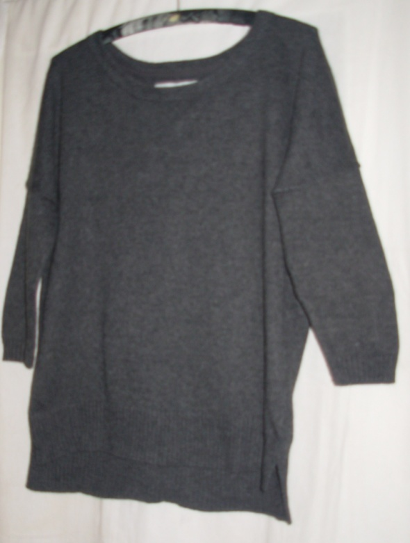 Szary sweter HiM S