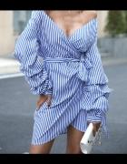 Sukienka wiązana w talii...