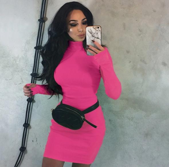 Neonowa sukienka półgolf różowa