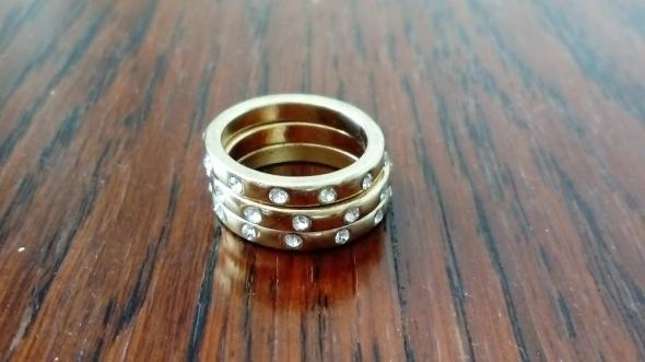 Zestaw złotych i srebrnych obrączek