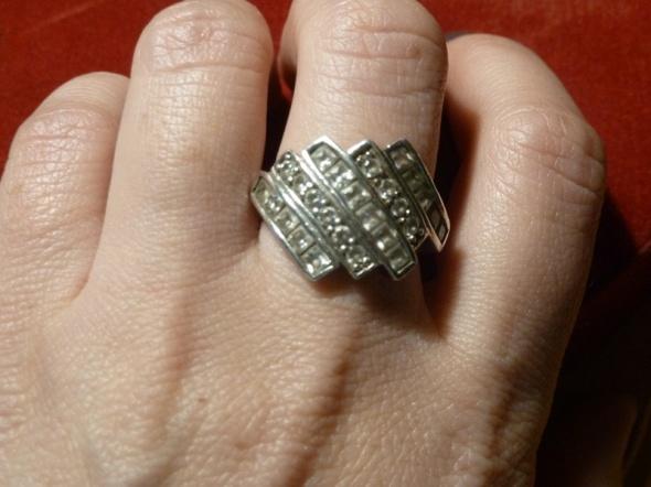 srebrny z cyrkoniami