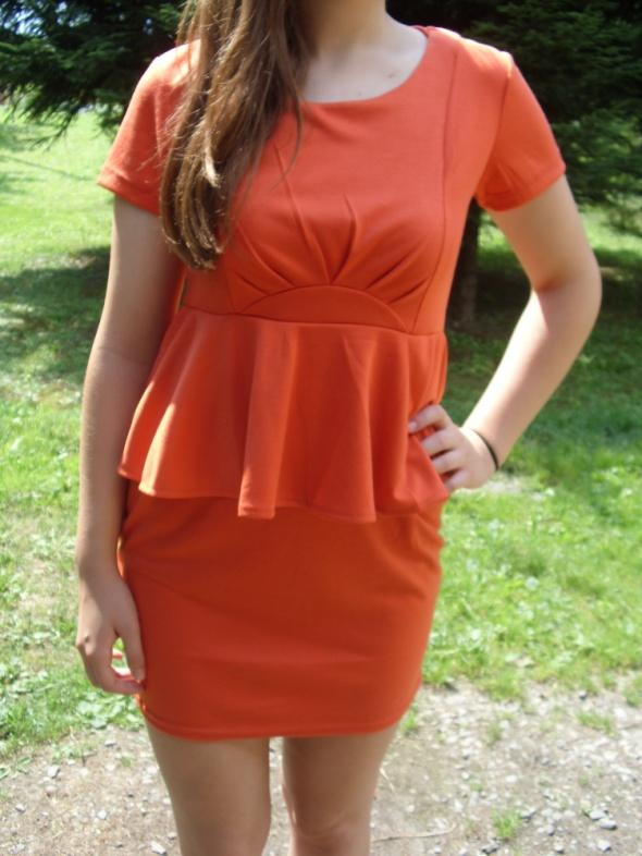 Nowa pomarańczowa ruda sukienka mini z baskinką do