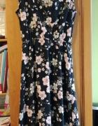 Piękna dłuższa sukienka w kwiaty...