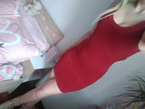 Mini czerwona sukienka wycięcie na plecach xs s