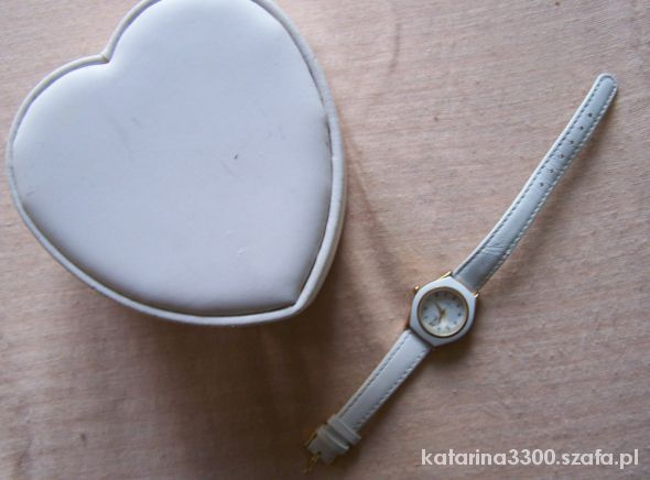 Biały zegarek