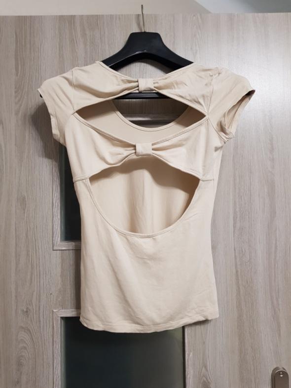 Bluzka z odkrytymi plecami