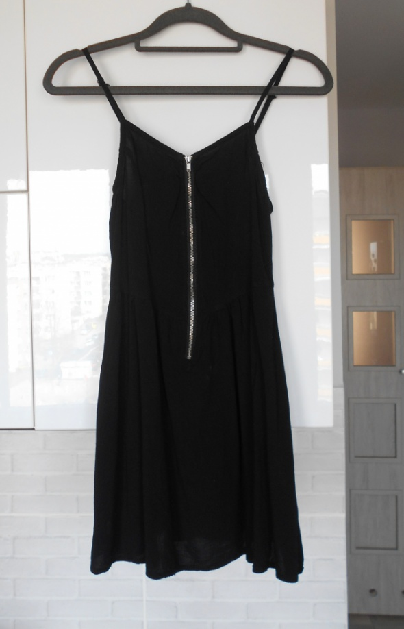 HM czarna sukienka zamek zip na ramiączkach letnia