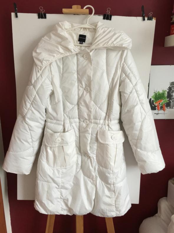 Biały puchowy płaszczyk kurtka rozm 38 40