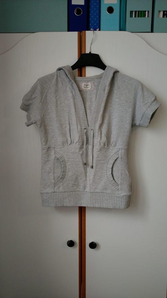 bluza z krótkim rękawem i kapturem by H&M kangurka S