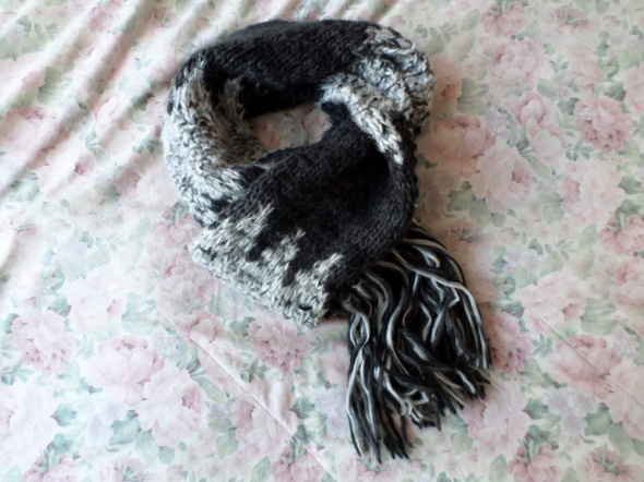 czarno biało szary szalik pleciony frędzle ASOS