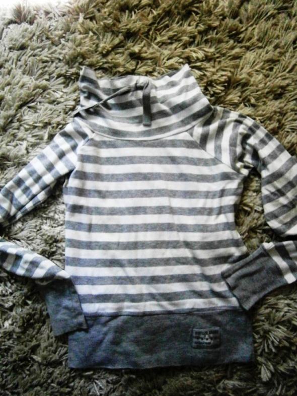 sportowa bluza w paski