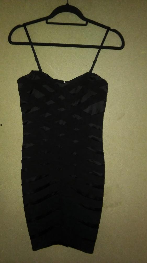 Czarna elegancka sukienka ołówkowa midi 36