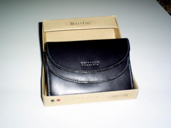 Nowy czarny skórzany portfel