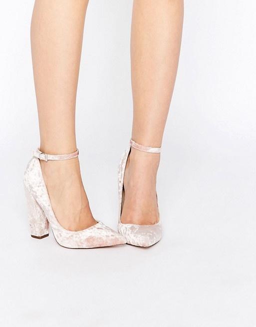 Velvetowe buty na słupku Asos sugar pink...