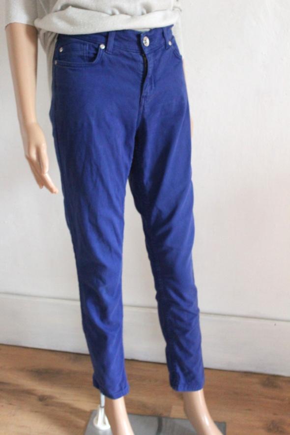 Granatowe spodnie jeansy r M...