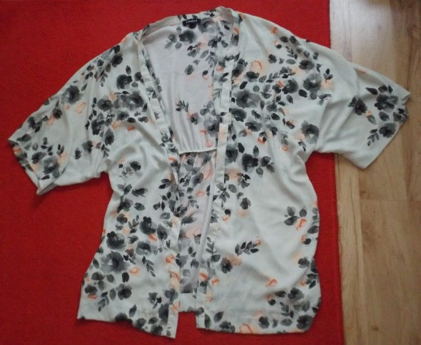 Bluzki Wyjątkowa narzutka w kwiaty