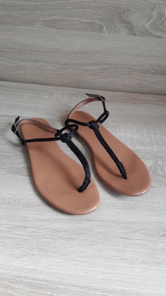 Czarne sandały płaskie H&M japonki 39