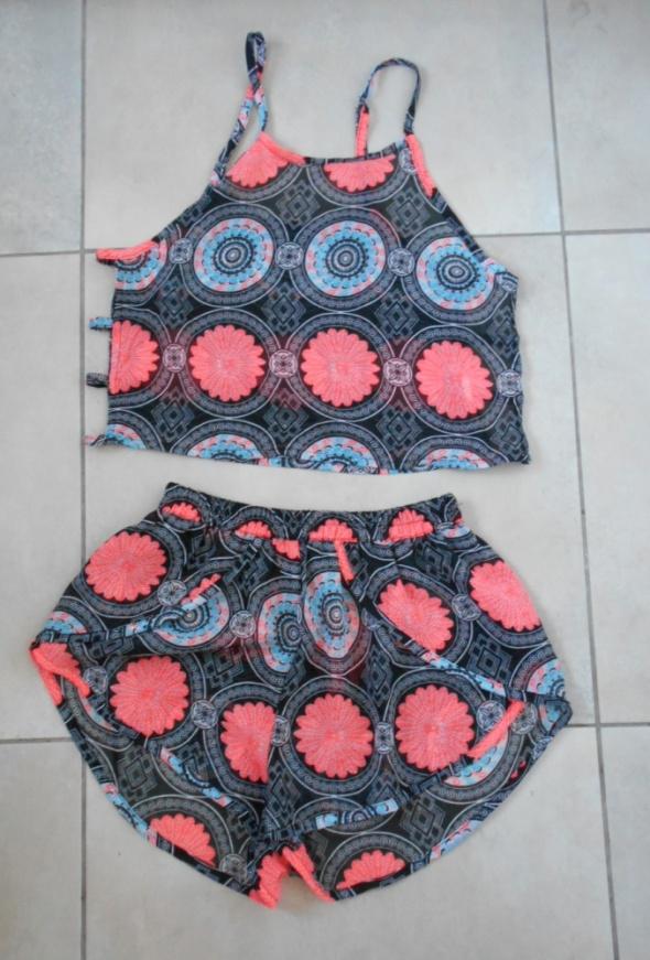 Boohoo komplet letni wzory crop top szorty aztec print mgiełka