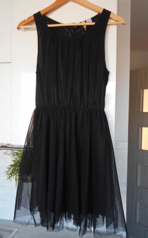 HM czarna tiulowa sukienka tutu tiul klasyka