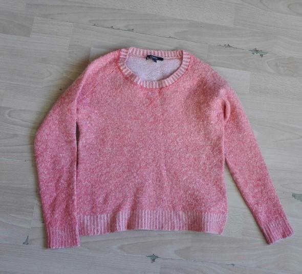 Neonkowy sweter...