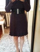 Sukienka dzianinowa sweterkowa z kominem golfem fioletowa szara falbanki prążek