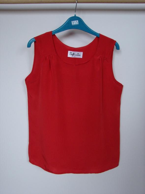 Czerwona zwiewna bluzeczka Toft modeller