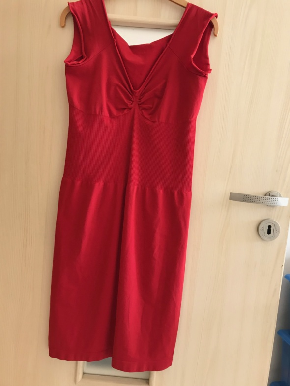 Sukienka obcisła...