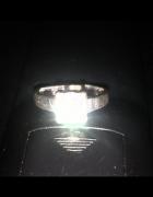 pierścionek srebrny z dużą cyrkonią...