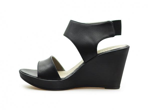 KARINO czarne sandały koturny skóra licowa r 38