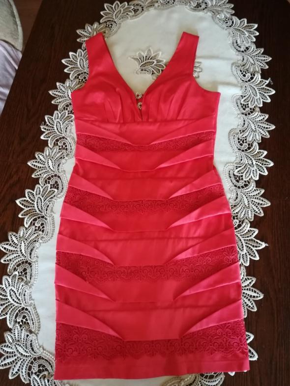 Koralowa sukienka koronkowe wstawki r XS