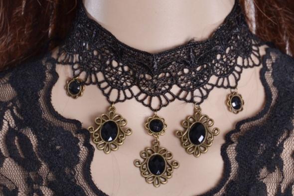 Koronkowy naszyjnik w stylu gotyckim czarny złoty